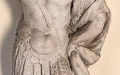 Frammento di statua di soldato